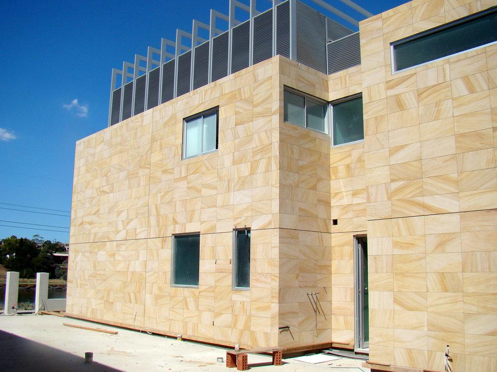 استفاده از ماسه سنگ در نمای ساختمان به عنوان سنگ ساختمانی